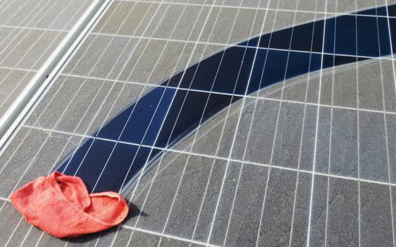 self-cleaning solar street light